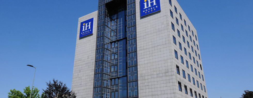 IH Hotels Milano Lorenteggio - External